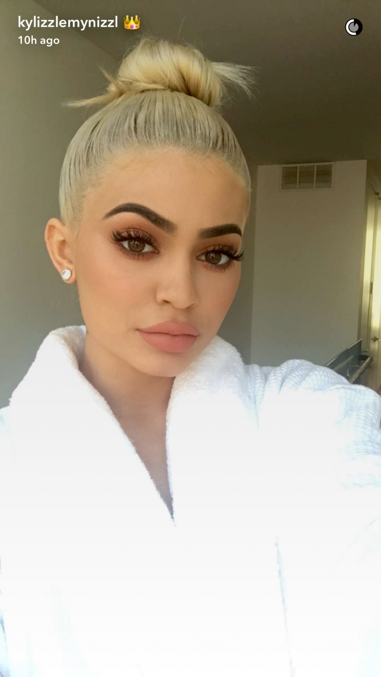 Kylie Jenner has gone platinum blonde, what do you guys think?