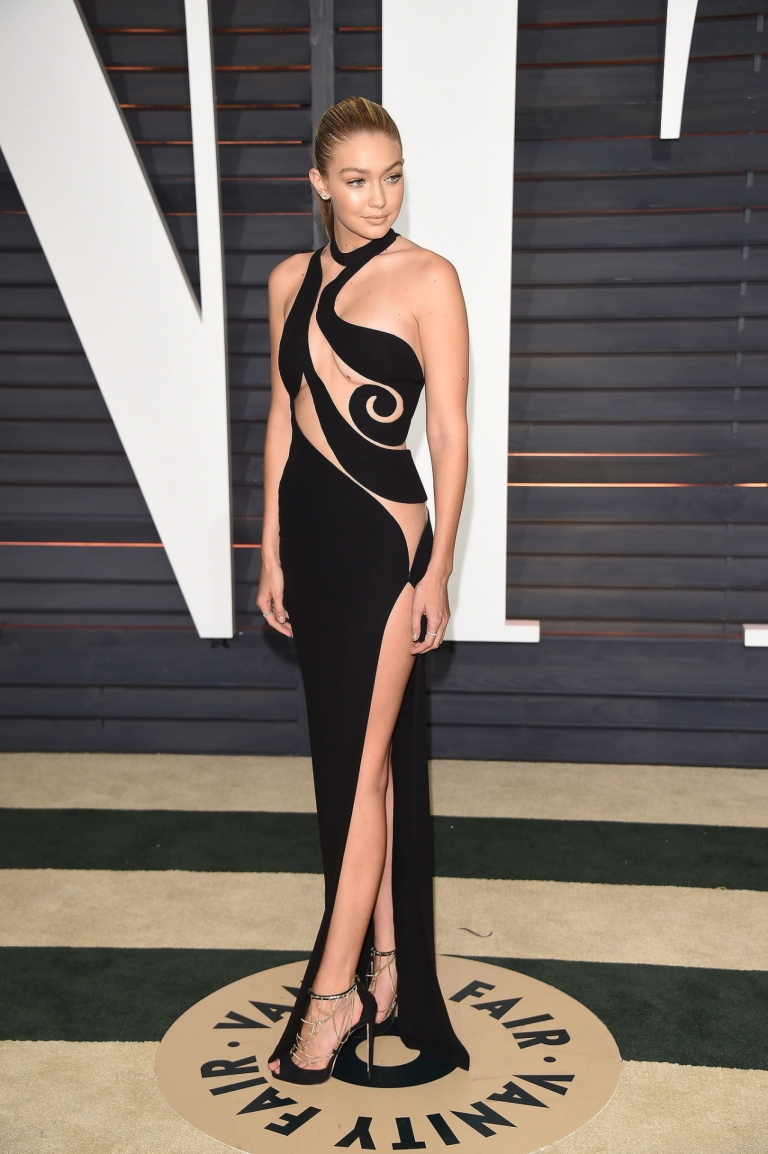 Gigi Hadid in Atelier Versace attends the 2015 Vanity Fair Oscar Party in Beverly Hills
