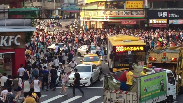 #PokemonGo: People in Taiwan stampeding to catch Snorlax