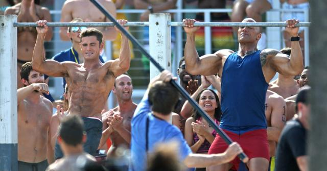 "Zac Efron vs Dwayne ""The Rock"" Johnson pull-ups challenge.... who will win?"