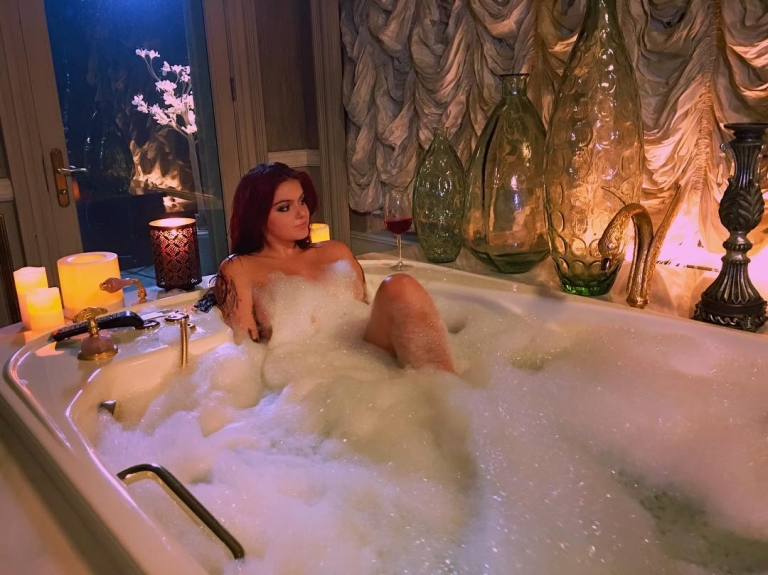 Ariel Winter Getting A Nice Bubble Bath