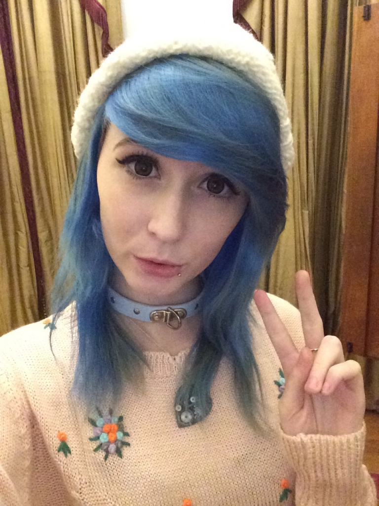 Miss the blue hair too :/