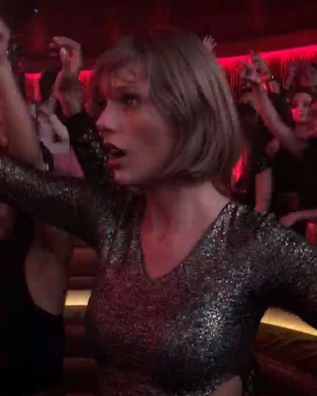 Taylor Swift going crazy for the drop #EDM