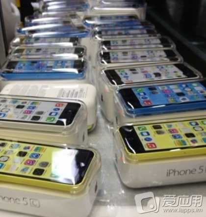#Tech: Leaked Pics Show #Apple's Rumored Budget iPhone 5C in Many Colors