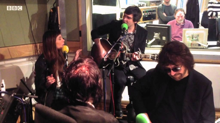 #Amazing: #ChristinaPerri performs a cover of Roy Orbison's #Crying in front of Jeff Beck + Jeff Lynne