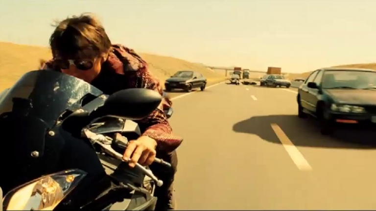 MISSION: IMPOSSIBLE ROUGE NATION (2015) - Incredible Car And Bike Chase Scene