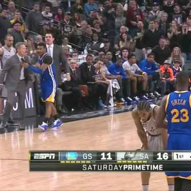 Steve Kerr yelled at ref, got a technical, then smiled at Gregg Popovich