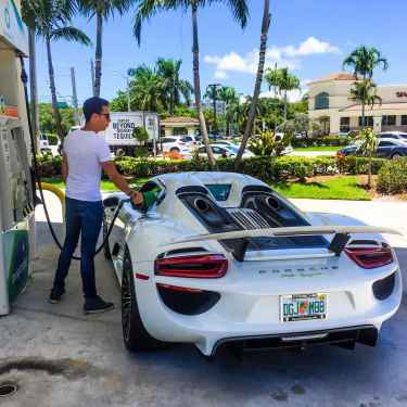 #RichKidsOfInstagram: Chase Zimmerman Fueling up the Porsche 918 Spyder