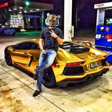 #RichKidsOfInstagram: When you are @andrewkovalev, you ride in a gold Lamborghini Aventador