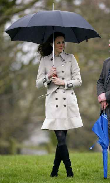 #FaveFashionBrands: #Burberry... this trench coat wore by Kate Middleton... so classy ☔️