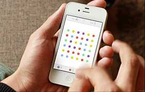 Crazy popular Dots iPhone game moves to the iPad with multiplayer mode #iPhone_games