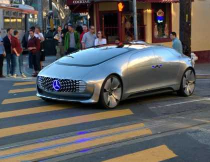 This Driverless #Mercedez Cruising Around San Francisco Draws People's Attention