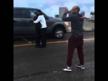 This guy shuts down Houston I-45 to propose in the middle of the highway to his girlfriend... #WTF