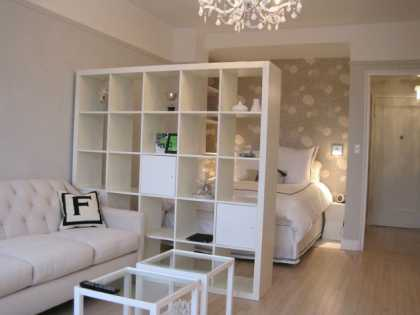 Design idea for small #studio #apartment, check out that #ikea #bookshelf