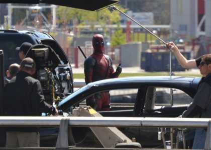 #Deadpool gave thumbs up to fan when he took picture during filming