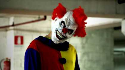 This Killer Clown Pranks Scares The Shit Out Of People!