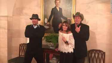 Former VP Candidate Sarah Palin Proudly Shows Her Lack of Class During White House Visit