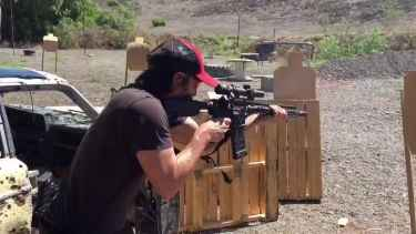 Keanu Reeves shoots with multiple weapons and is pretty accurate