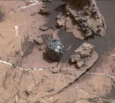 Curiosity Rover finds an iron meteorite on #Mars that left no crater