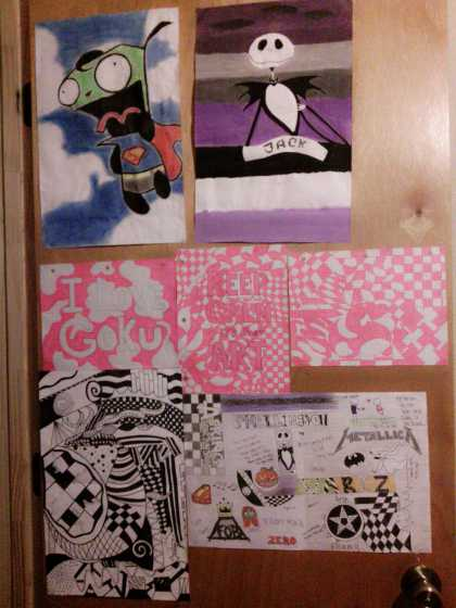Now tell me, who likes my door? My roommate thinks it's too much ...I just love to draw tho