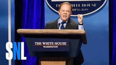 Melissa McCarthy's Epic Sean Spicer Impression on SNL