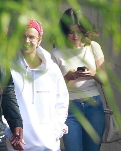 Justin and Selena spotted hanging out together again #Jelena