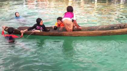 #Amazing: Watch how this little girl saved a capsized boat