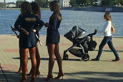 When I go to Moscow, I will definitely commit a crime! Look at this picture of #RussianPoliceWomen