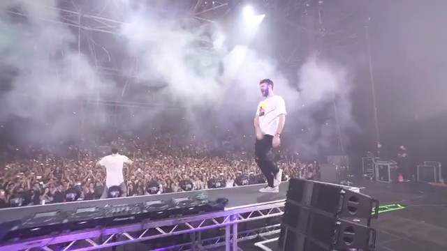 The Chainsmokers singing #Paris in Paris 🎤