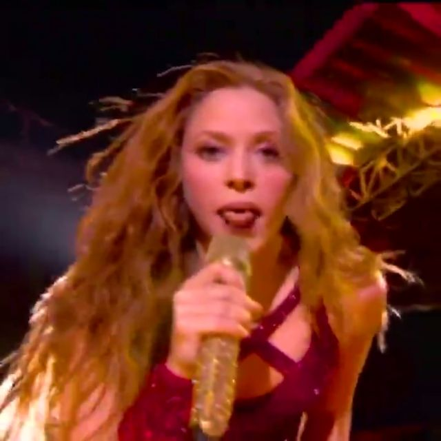 What was #Shakira doing last night at the #SuperBowl ?? 🤣