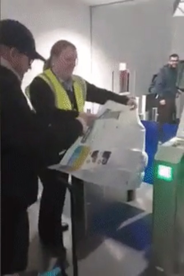 This guy printed his boarding pass on a poster size paper 🤣